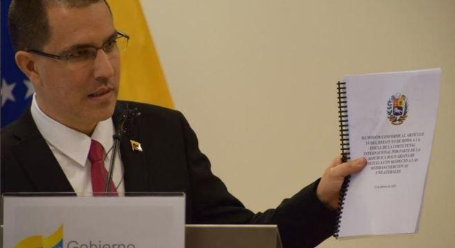 Jorge Arreaza apresenta documento protocolado em Haia