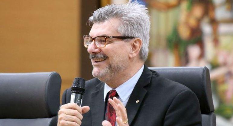 Ministro está internado em um hospital particular de Brasília