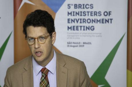 Ministro nega enriquecimento ilícito