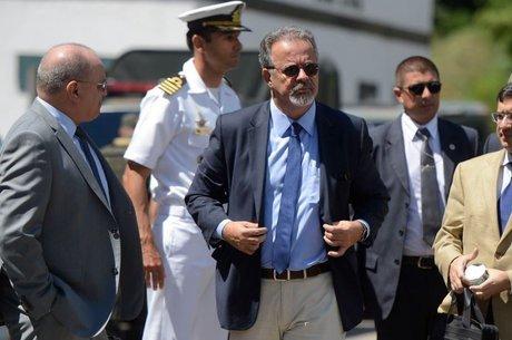 Agora no Ministério da Segurança Pública, Raul Jungmann (foto) costumava fazer a ponte com os militares