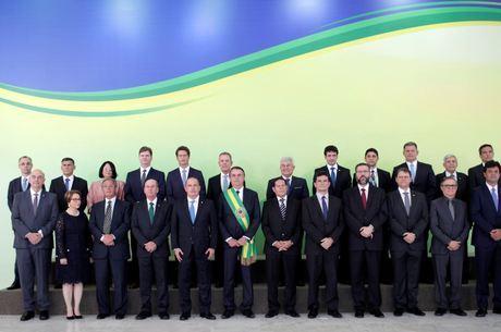 Bolsonaro participa da transmissão de cargos