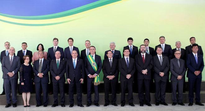 Transmissão dos cargos dos atuais ministros para os futuros ocorre nesta terça