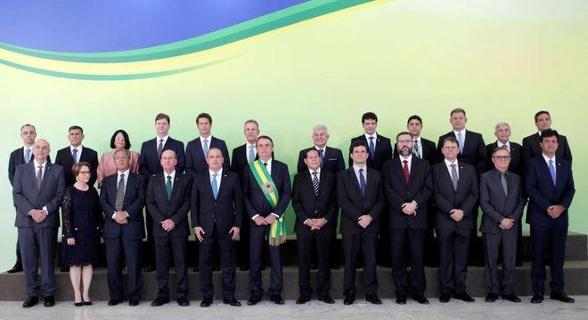 Bolsonaro se reúne com os 22 ministros para tratar prioridades do governo