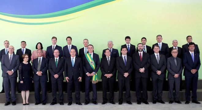 Jair Bolsonaro deu posse aos 22 ministros após se oficializar presidente