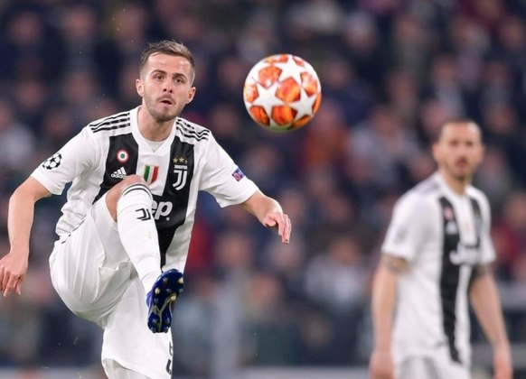 Miralem Pjanic, envolvido na troca com Arthur, deixará a Velha Senhora. Enquanto o brasileiro chega à Juventus, o bósnio reforçará o Barcelona.