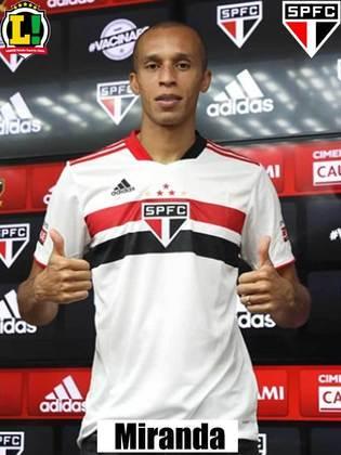 Miranda - 6,0 - Foi muito bem na defesa do Tricolor. Muito seguro, foi responsável por parar algumas jogadas interessantes do Palmeiras.