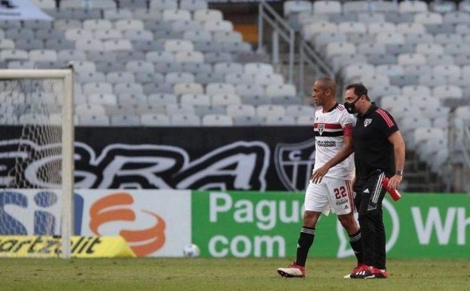 Miranda - o defensor sofreu um estiramento na coxa durante o jogo contra o Atlético-MG.