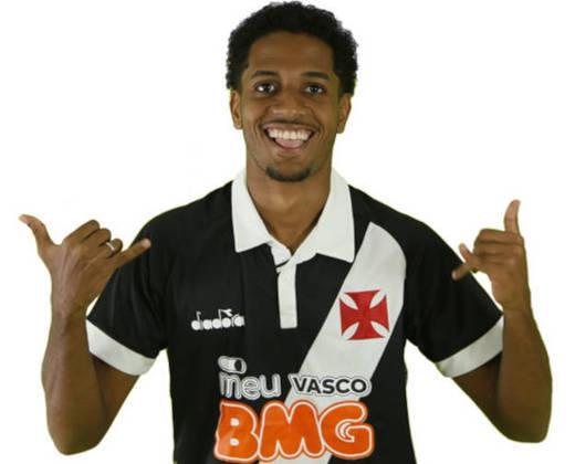 MIRANDA- Vasco (C$ 4,16) - Dobrar a zaga do Vasco é uma opção interessante, pois a equipe sofreu apenas cinco gols no Brasileirão. É um zagueiro com pontuações ligeiramente melhores que Marcelo Alves e possui quatro desarmes no mesmo número de partidas.