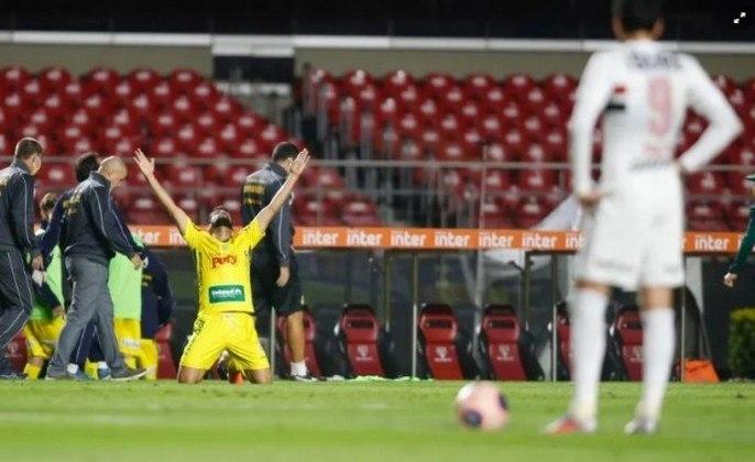 Mirassol - Já estava se classificando antes da paralisação. Perdeu 18 jogadores durante a pausa, e eliminou o São Paulo, em pleno Morumbi, Está na semifinal do Campeonato Paulista.