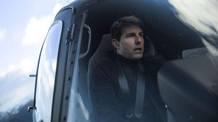 Tom CruiseAs gravações do novo Missão: Impossível passaram por diversas turbulências. A produção do filme foi paralisada cerca de 7 vezes por conta da pandemia de covid-19. Um surto da doença atingiu a equipe do filme. Segundo o Daily Mail, 12 pessoas teriam sido contaminadas. Tantos atrasos fizeram com que o filme fosse adiado para 2022.A situação ficou pior para Tom Cruise após o vazamento de uma gravação na qual ele grita com os funcionários para que eles cumpram os protocolos de segurança contra a covid. O ator é ouvido xingando e ameaça demitir a equipe. Para completar o momento ruim do filme, o carro de luxo do ator foi roubado enquanto ele gravava cenas do filme em Birmingham