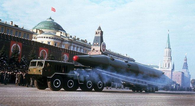 As ambições espaciais soviéticas competiam por recursos com o desenvolvimento de mísseis nucleares