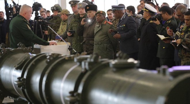Rússia exibe seu míssil 9M729