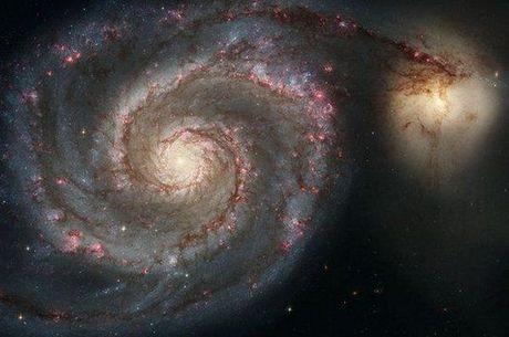 A matéria escura carece de luz, e os astrofísicos não conseguem detectá-la, apesar de saber que está ali
