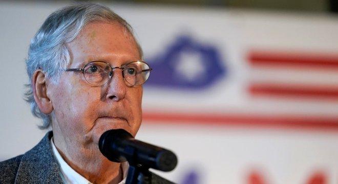 Senador republicano Mitch McConnell, atual líder da maioria na casa, se reelegeu