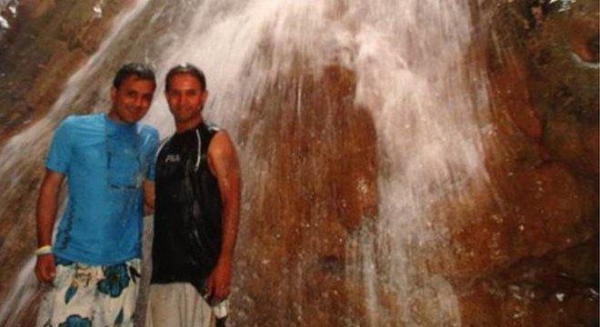 Mitesh Patel (à esqueda) planejava se mudar para a Austrália para viver com seu namorado, Amit Patel (à direita)