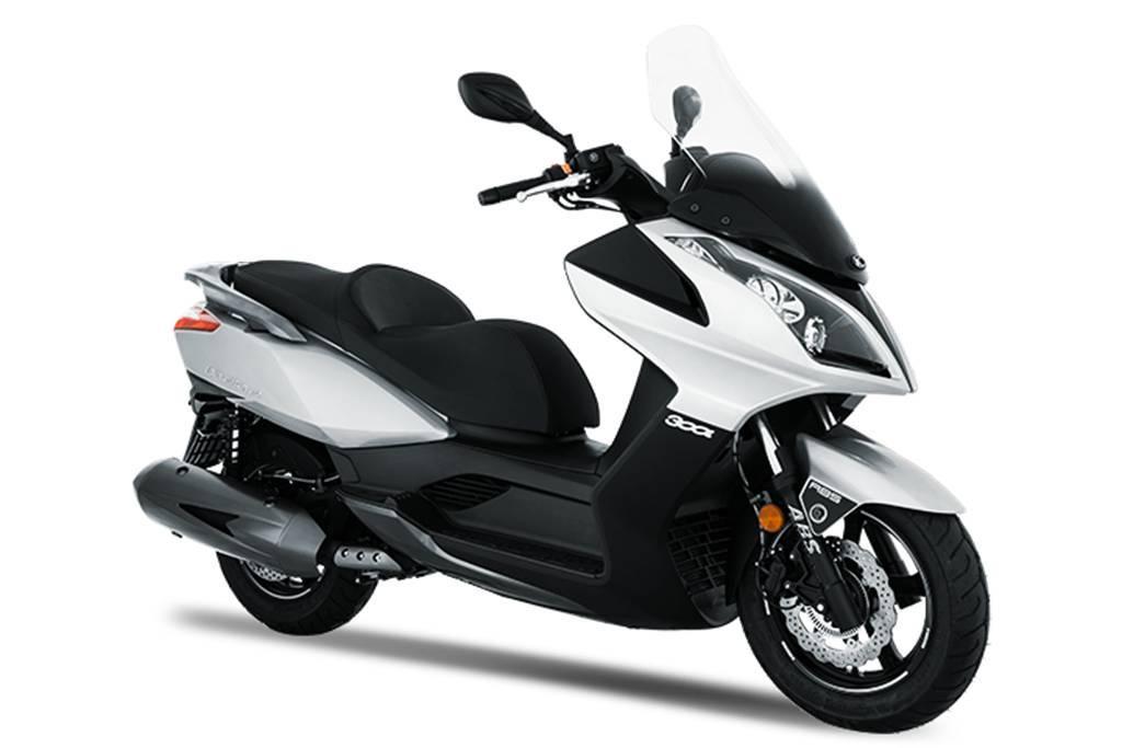 Kymco Downtown 300i ABS é oferecida em 4 cores: laranja, prata, branca e cinza