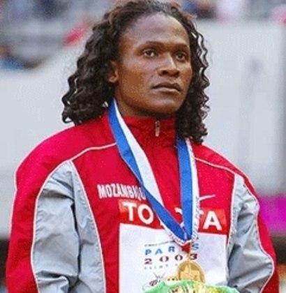 Moçambique, na África, deve sua única medalha de ouro olímpica a Maria de Lurdes Mutola. A corredora venceu a prova dos 800 metros nos Jogos de Sydney, na Austrália, em 2000.