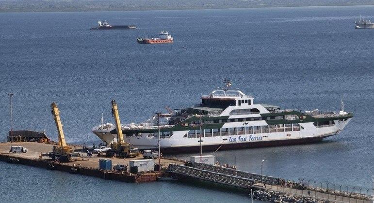 Uma balsa foi usada para a fuga de cerca de 1,4 mil pessoas de Palma