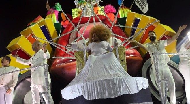 Elza Soares foi homenageada em desfile da Mocidade Independente