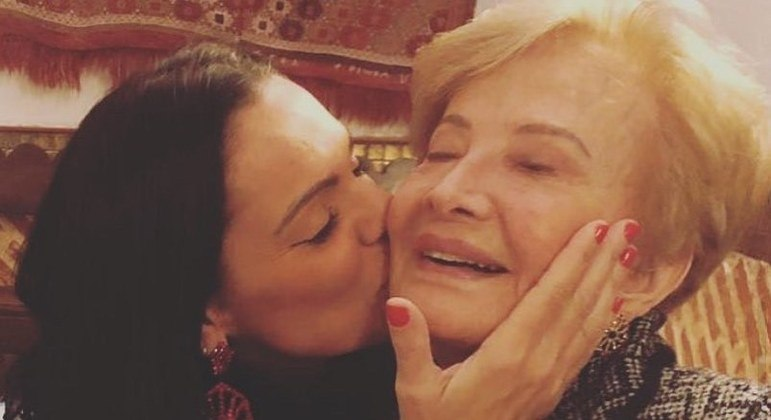 Mocita Fagundes ao lado de Gloria Menezes