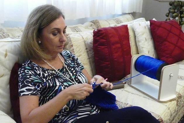 Depois disso, não demorou para surgirem tutoriais para fazer a peça em casa, acendendo o interesse das novas gerações pelo crochê, uma técnica que até então era tida como um gosto restrito aos mais velhos. Para falar sobre essa moda que perdura,Patricia Depieri Parsequian, criadora e fundadora da marca Crochet com a Paty, compartilha suas percepções