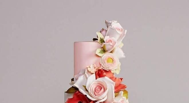 modelo de bolo de casamento com formato diferente