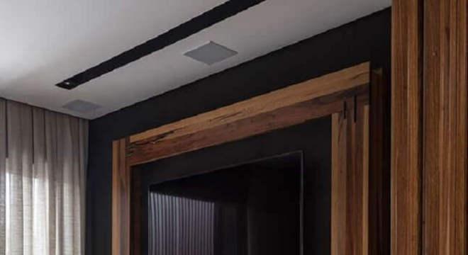 modelo de rack de madeira com porta espelhada
