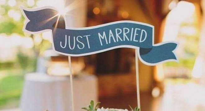 modelo simples de bolo de casamento com flores