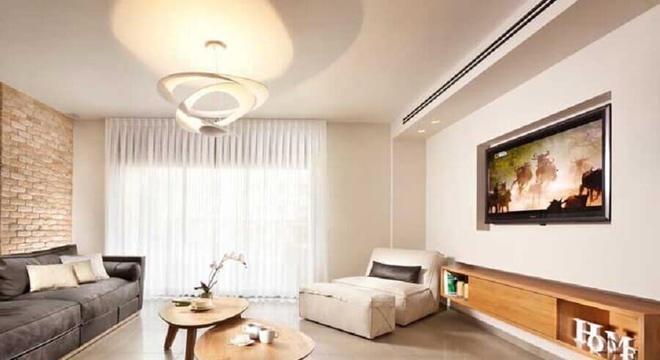 modelo simples de rack de madeira para sala ampla