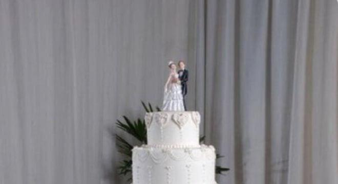 modelo tradicional de topo de bolo casamento