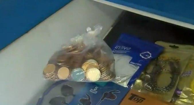 Suspeito levou nove reais em moedas e um mini-notebook