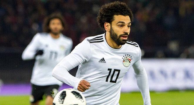 Mohamed Salah, do Liverpool, também não esquece suas raízes. O egípcio já construiu hospitais, escolas e doou quantias e ambulâncias para Nagrig, sua cidade natal