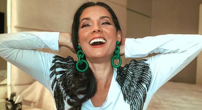 Mônica Carvalho e seu sorriso contagiante inspira os internautas