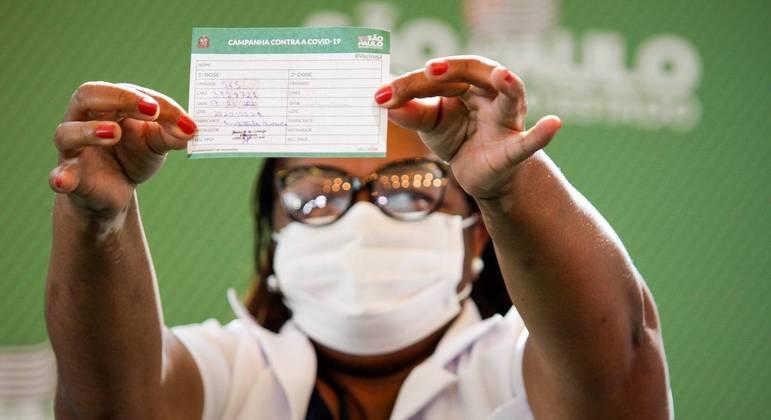 Não tenham medo', afirma primeira mulher vacinada no Brasil - Notícias - R7  São Paulo