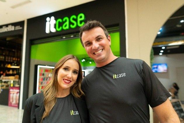 DIA DOS NAMORADOS: MoniqueBerticelli e Francis Ferlin são donos de uma unidade da franquia Itcase