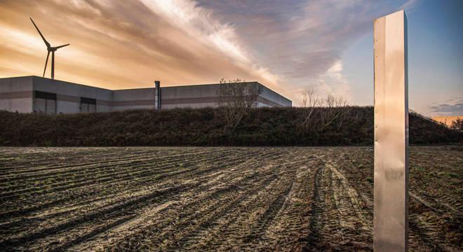 Monólito misterioso também foi registrado na Bélgica, em um campo de batatas
