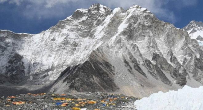 Acampamento base do monte Everest fica a 5.545 metros de altitude