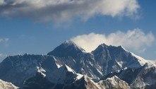 Cientistas encontram microplásticos no cume do Monte Everest
