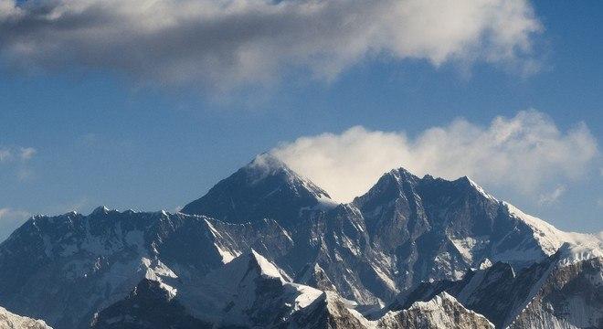 Cume do Monte Everest está 8.848 metros de altitude