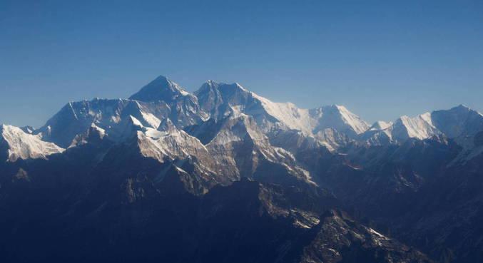 Dois alpinistas, um americano e um suíço, morrem no Everest