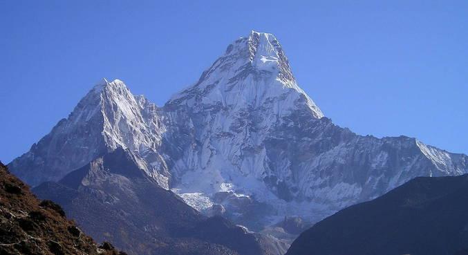 Dois islandeses com covid-19 chegam ao topo do Everest