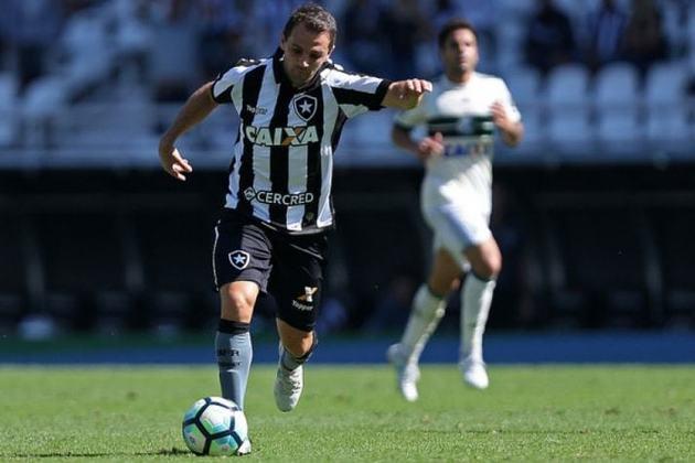 Montillo - A exemplo de Honda, o meia argentino Montillo foi a grande contratação do Botafogo para a Libertadores disputada na temporada de 2017. No entanto, o camisa 7 não conseguiu engrenar por conta das lesões e até chegou a anunciar a aposentadoria - voltaria atrás meses depois para defender o Tigre (ARG). O jogador terminou sua passagem no Glorioso com apenas 17 jogos.