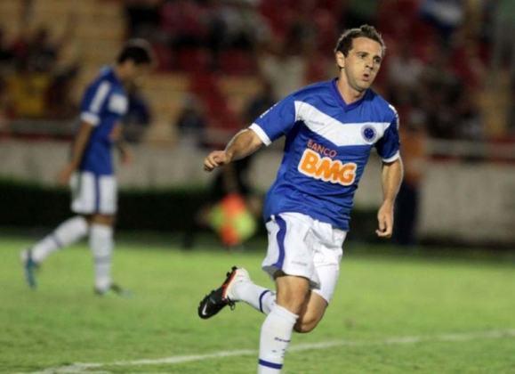Montillo - O meia argentino teve grande passagem pelo Cruzeiro em 2011 e 2012, onde jogou mais de 200 jogos. Foi campeão estadual. Montillo ainda defendeu Santos e Botafogo no futebol brasileiro