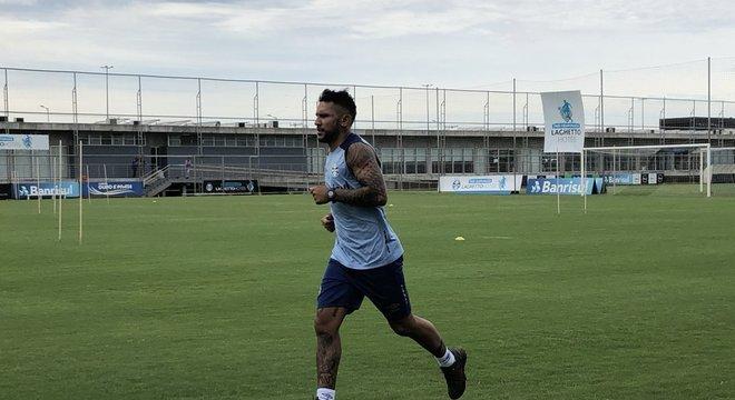 Montoya correu ao redor dos gramados do CT Luiz Carvalho Crédito: Lucas Uebel / Grêmio / Divulgação / CP