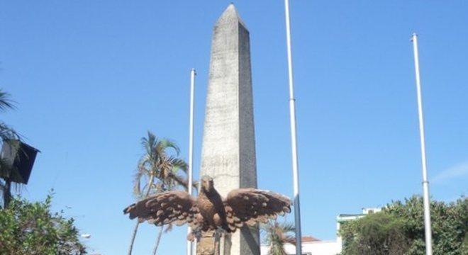 Pontos por onde Dom Pedro passou foram marcados por monumentos, como este obelisco em Pindamonhangaba