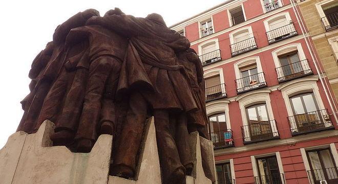"""Monumento em Madri homenageia os 5 mortos no """"massacre de Atocha"""", em 77"""