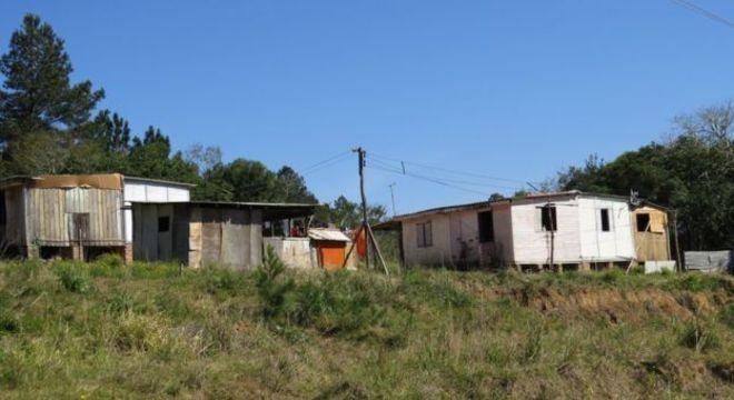 Moradias provisórias da aldeia Polidoro