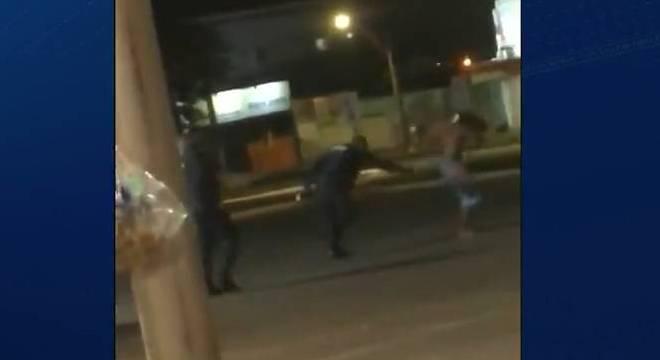 Morador de rua é agredido por policiais militares no DF