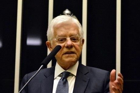 O ex-ministro Moreira Franco está preso