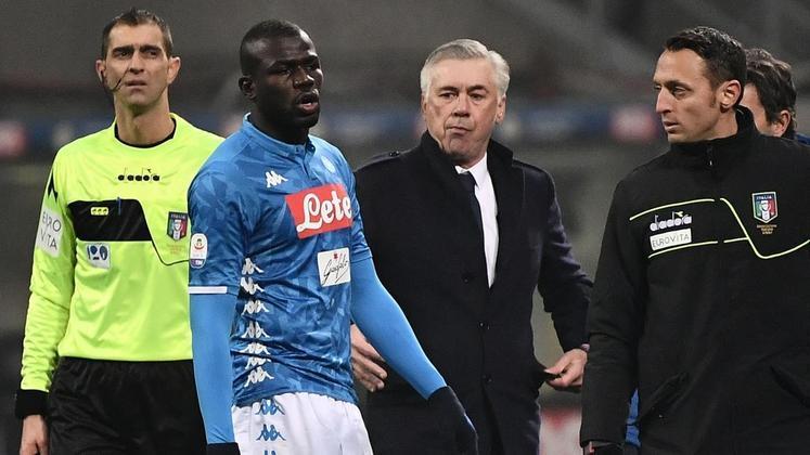MORNO - Após anunciar a contratação de Nathan Aké, o Manchester City volta às atenções ao zagueiro Kalidou Koulibaly, do Napoli. Segundo o 'Marca', as conversas entre o jogador e o time inglês são reais e os Citizens desejam contar com o atleta já na próxima temporada 2020/21.